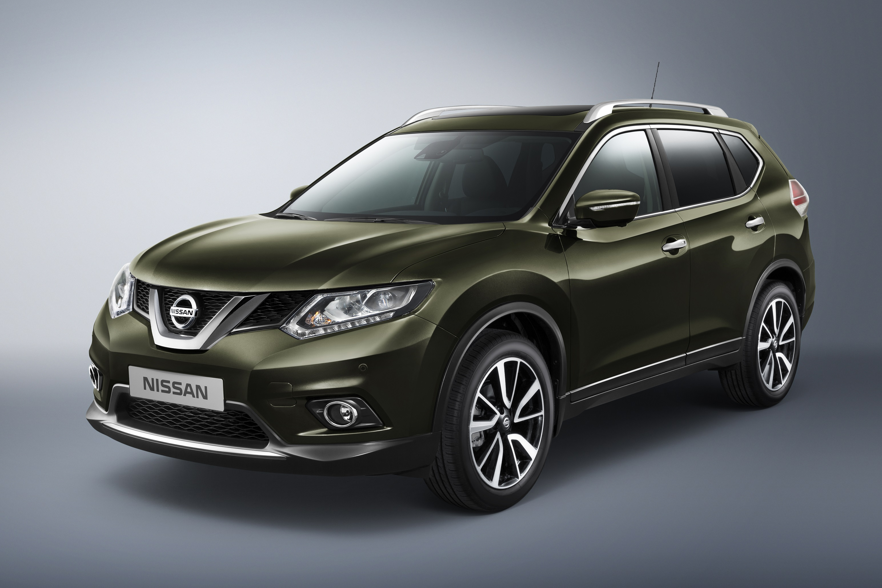 The All New 2015 Nissan X Trail Launched By Arabian Automobiles