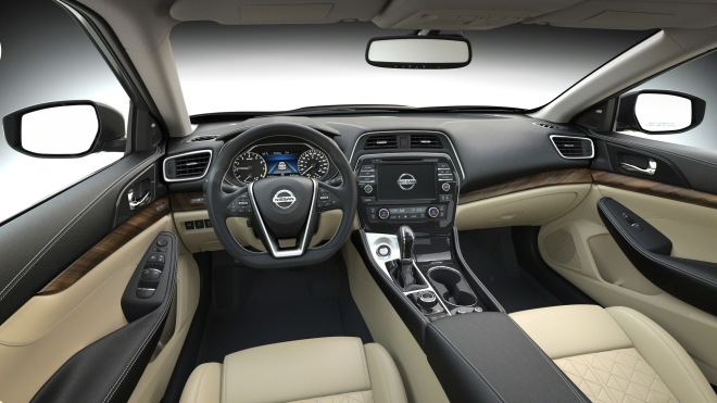 El sedán insignia de Nissan también cuenta con un interior de primera calidad inspirado en los jets de combate de los aviones de la Marina estadounidense.