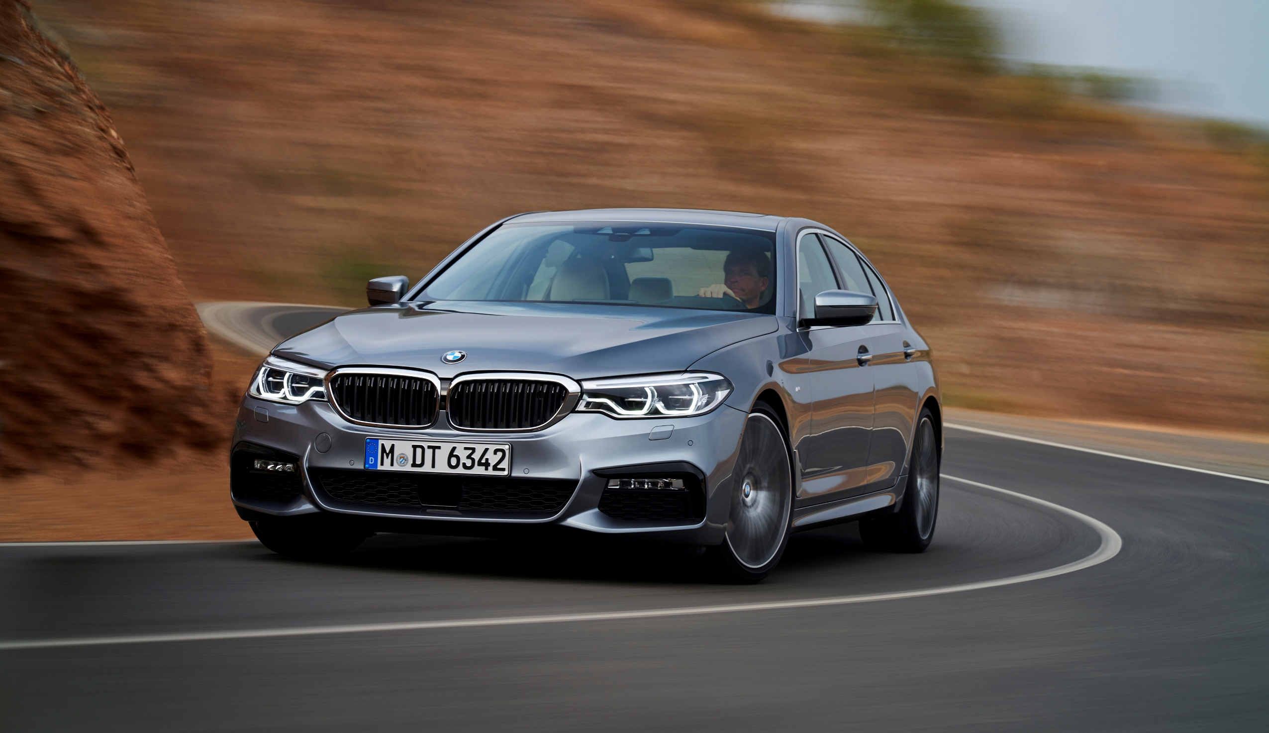 p90237240_highres_the-new-bmw-5-series_sx