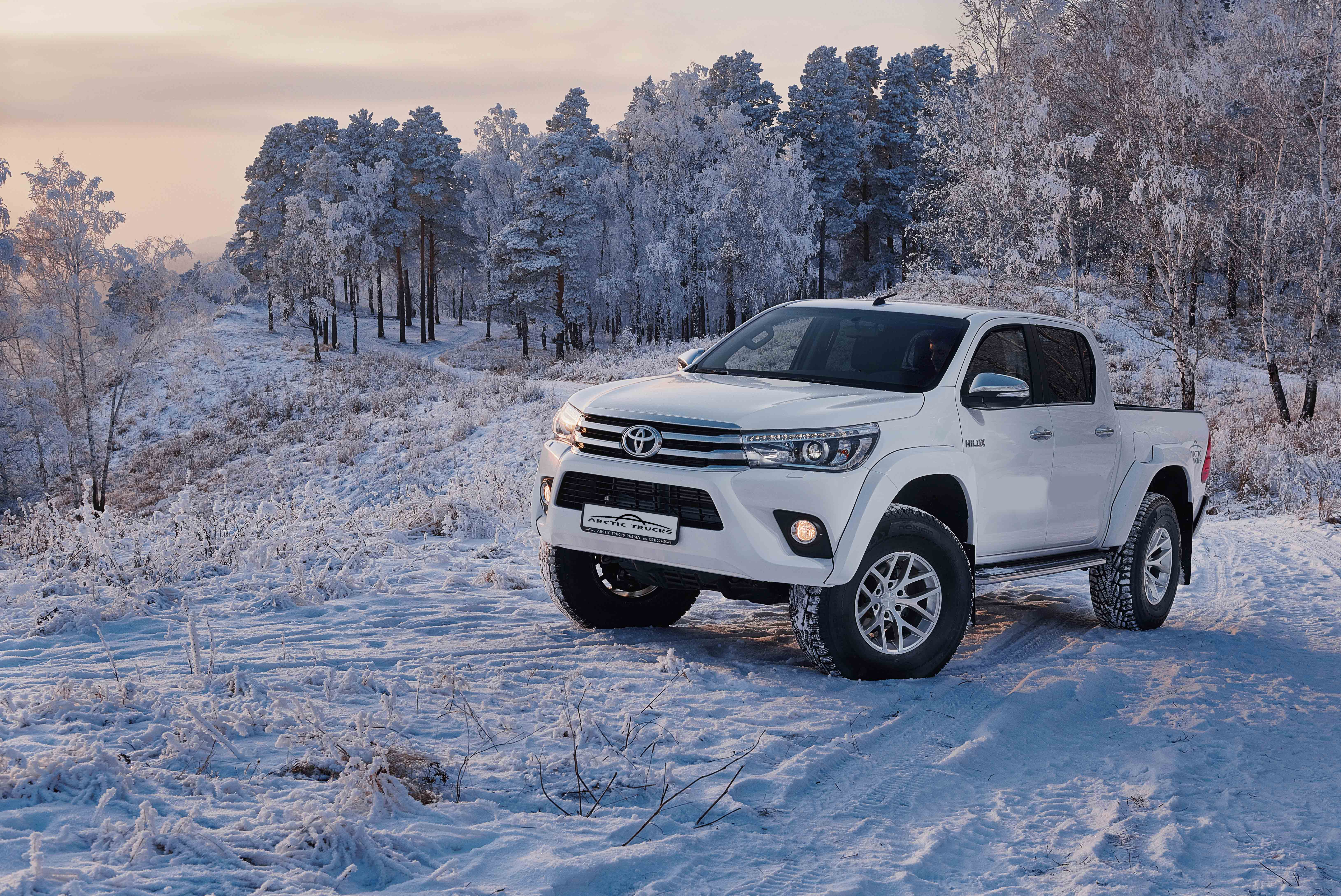 toyota-hilux-arctic-trucks-at35-snowscape-1