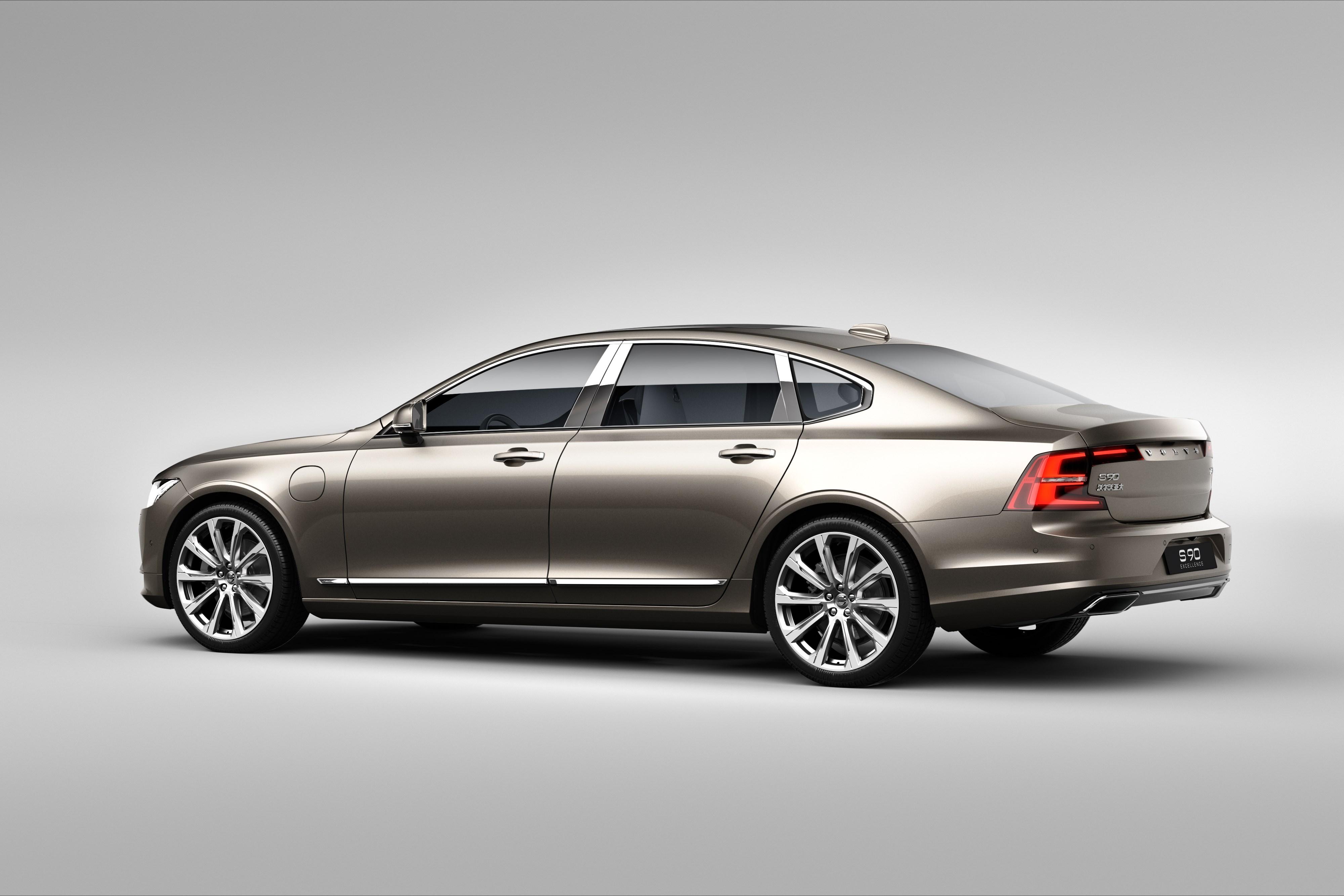 199966_Volvo_S90_Excellence_exterior_rear_3_4.jpg